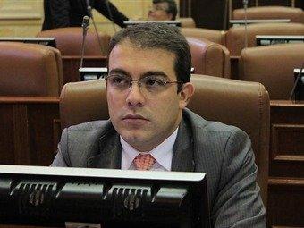 Sobre cartel en las UCI de Cali advierte Senador Abraham Jiménez 26