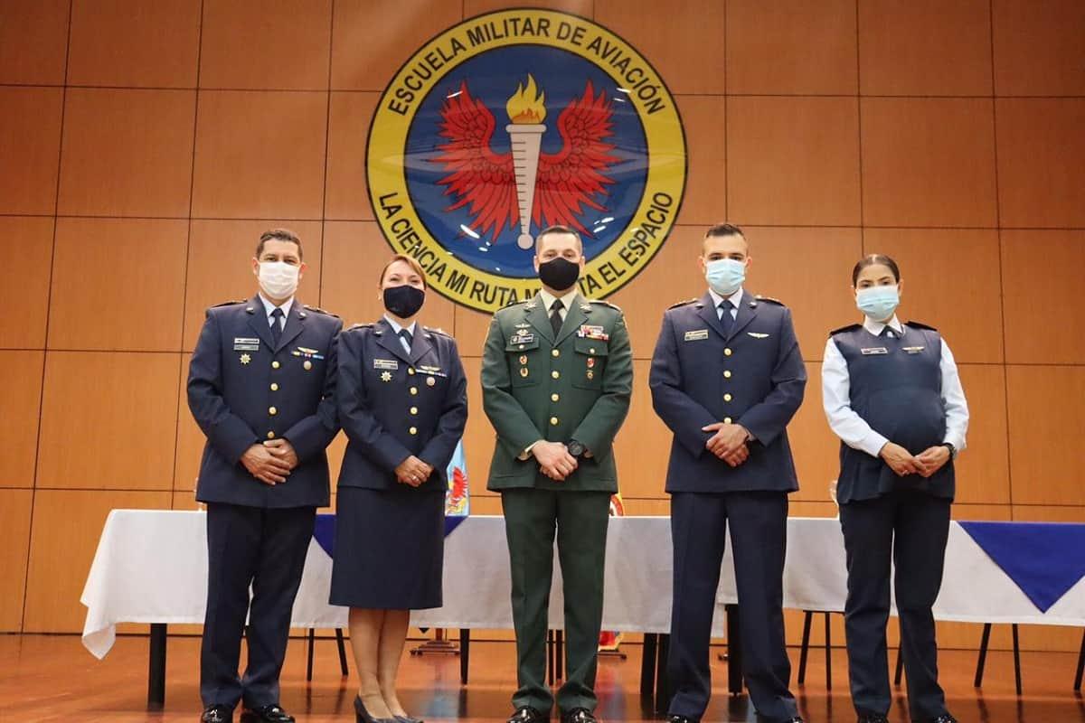 Ascendidos oficiales en la Emavi 53